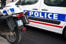 Après avoir volé,  il fonce sur les policiers