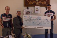 Deux policiers récoltent 10 000 euros pour la famille Salvaing
