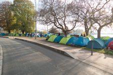 Des hébergements bientôt proposés aux 400 Tibétains qui dorment dehors