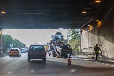 Une voiture en feu dans le tunnel de l'A13 bloque la circulation