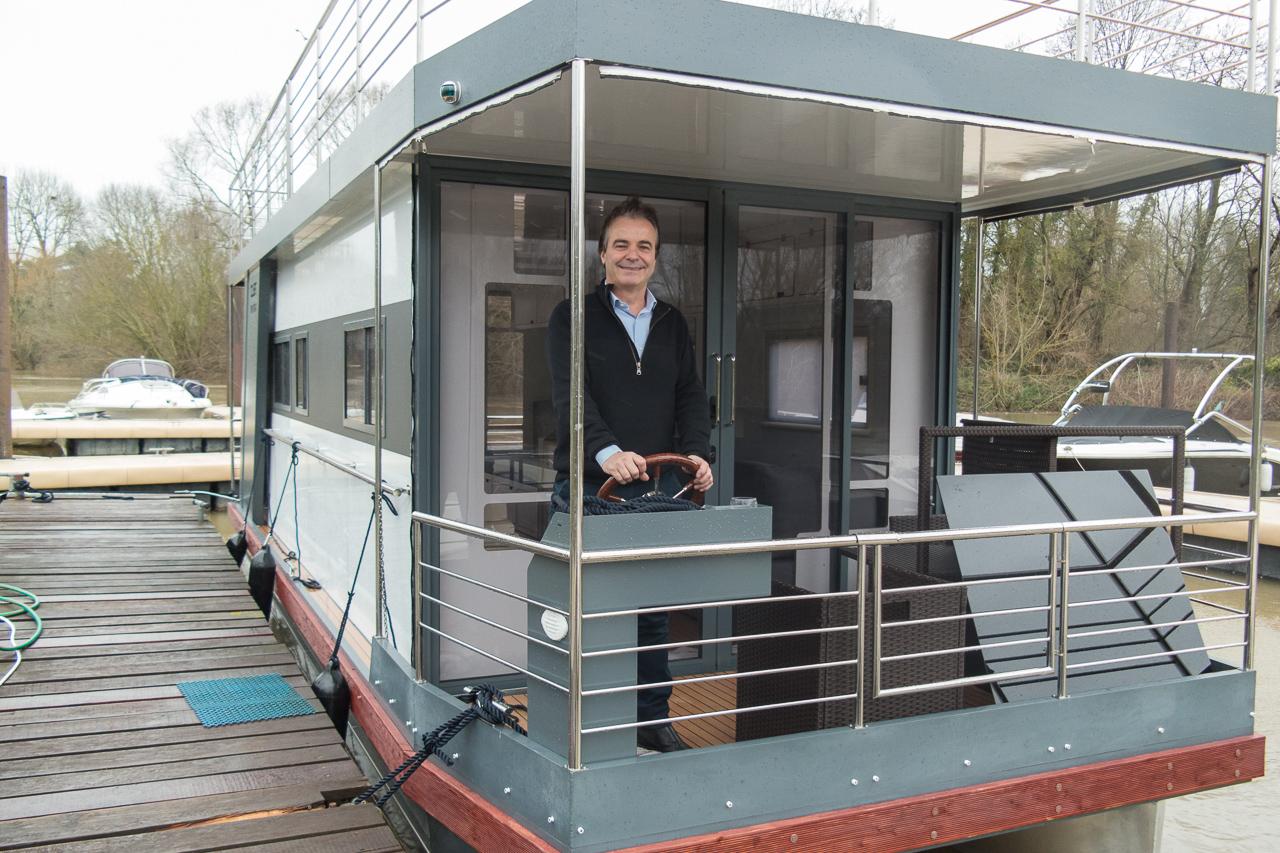 villennes sur seine a bord du love boat passez un s jour sur la seine la gazette en. Black Bedroom Furniture Sets. Home Design Ideas