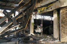 Un nouveau centre, plus petit,  pour remplacer le centre commercial incendié