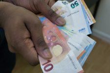 Il escroque une veuve de 300 000 euros