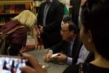 Francois Hollande,  après la pluie la foule