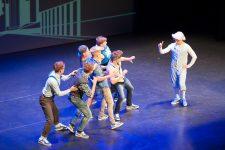 Des breakdancers dansent sur Mozart