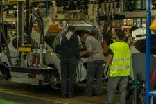 L'électrique progresse chez Renault Flins  qui attend encore un modèle