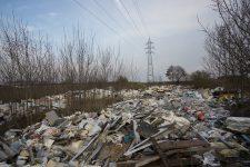 Plaine des déchets: l'État met 800 000 euros, pas de nettoyage en vue pour l'instant