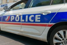 Un adolescent poignardé devant son collège