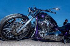 Un festival en l'honneur des motos etdutatouage