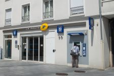 Fermeture d'un bureau de poste, leshabitants perdent une banque