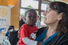 Les familles d'accueil, «nerf de la guerre» pour soigner plus d'enfants étrangers