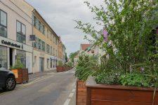 La rue Maurice Berteaux décorée par Daniel Buren?