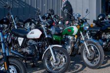 Une exposition de motos etd'automobiles customisées