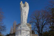 Le monument aux morts de la batellerie dégradé par le temps